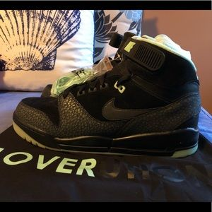 "Nike Air Revolution ""Loverution"", new, size 11"